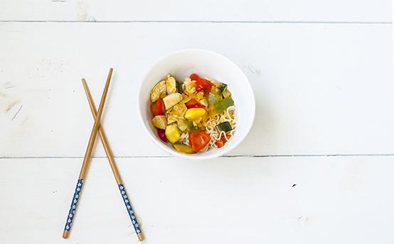 Kipcurry met groenten en noedels