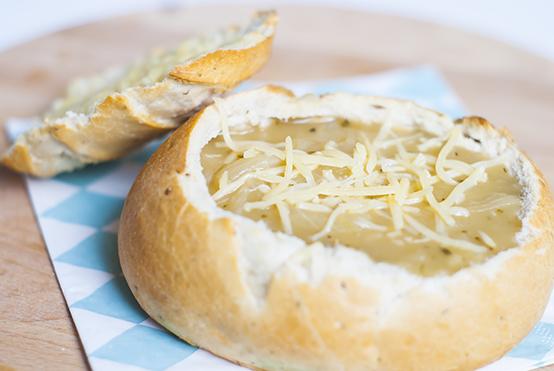 uiensoep in een broodje
